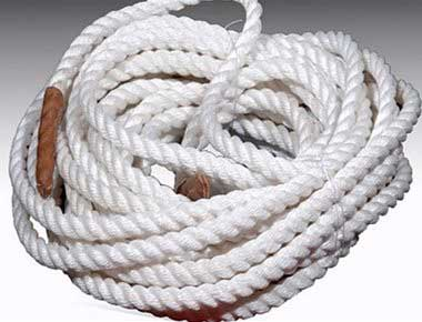 Coiled tug of war rope