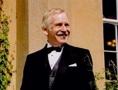 Image of a Bruce Forsyth Lookalike